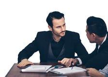Бизнесмены встречают напряженные консультации с проблемной шиной стоковые фото