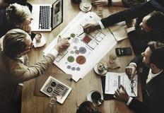 Бизнесмены встречая концепцию обсуждения конференции корпоративную Стоковое Изображение