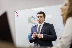 Бизнесмены встречая концепцию обсуждения конференции корпоративную, Стоковое фото RF