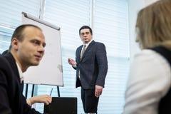 Бизнесмены встречая концепцию обсуждения конференции корпоративную, Стоковые Фотографии RF