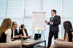 Бизнесмены встречая концепцию обсуждения конференции корпоративную, Стоковые Изображения RF