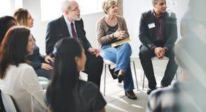 Бизнесмены встречая концепцию обсуждения конференции работая Стоковая Фотография RF