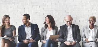 Бизнесмены встречая корпоративное соединение прибора цифров Conc Стоковое Фото