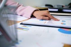 Бизнесмены встречая worki профессионального инвестора идей дизайна стоковые фотографии rf