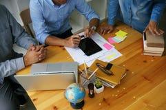Бизнесмены встречая worki профессионального инвестора идей дизайна стоковые изображения