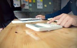 Бизнесмены встречая worki профессионального инвестора идей дизайна стоковые фото