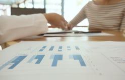 Бизнесмены встречая worki профессионального инвестора идей дизайна стоковое фото rf