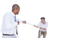 Бизнесмены вытягивая веревочку Стоковые Фото