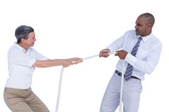 Бизнесмены вытягивая веревочку Стоковые Изображения