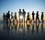 2 бизнесмены в движении Стоковые Фотографии RF
