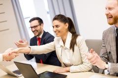 Бизнесмены в встрече на офисе Стоковое фото RF