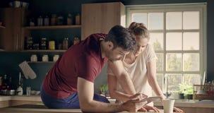 Бизнесмены в влюбленности сток-видео