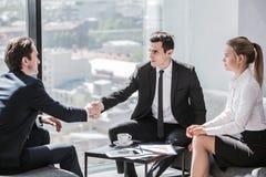 бизнесмены говорить Стоковые Изображения RF