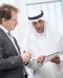 Бизнесмены говоря на встрече Стоковые Изображения RF