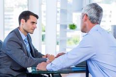 Бизнесмены говоря совместно Стоковая Фотография