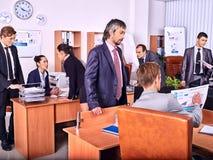 Бизнесмены группы в офисе Стоковые Фотографии RF