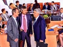Бизнесмены группы в офисе Стоковое Изображение