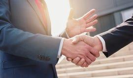 Бизнесмены делая рукопожатие - изображение концепции дела Стоковые Фотографии RF