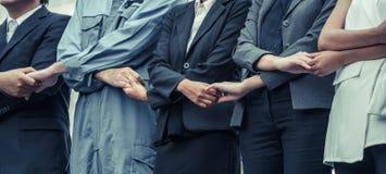 Бизнесмены держа руки показывая сыгранность Стоковое фото RF