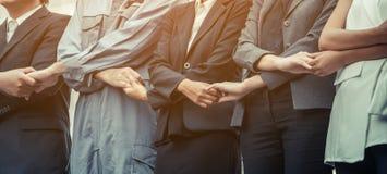 Бизнесмены держа руки показывая сыгранность Стоковые Фото