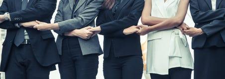 Бизнесмены держа руки показывая сыгранность Стоковые Изображения RF