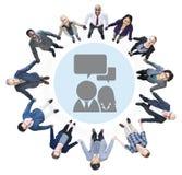 Бизнесмены держа руки и концепции связи Стоковая Фотография