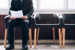 Бизнесмены ждать быть вызванным в интервью Стоковые Фото