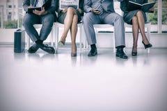 Бизнесмены ждать быть вызванным в интервью Стоковое Фото
