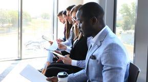 Бизнесмены ждать собеседование для приема на работу Стоковые Изображения