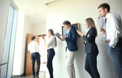 Бизнесмены ждать собеседование для приема на работу Стоковое фото RF