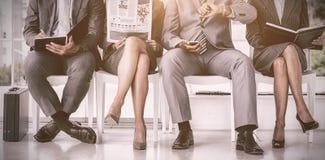 Бизнесмены ждать быть вызванным в интервью Стоковое фото RF