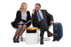 2 бизнесмены ждать Стоковая Фотография