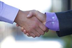 бизнесмены закрывают руки трястия вверх Стоковые Фото