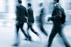 Бизнесмены запачканные движением идя на улицу Стоковое фото RF