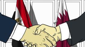 Бизнесмены или политики трясут руки против флагов Египта и Катара Официальное заседание или шарж сотрудничества родственный бесплатная иллюстрация
