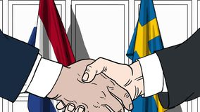 Бизнесмены или политики трясут руки против флагов Нидерландов и Швеции Связанные официальное заседание или сотрудничество бесплатная иллюстрация