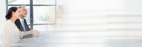 Бизнесмены имея встречу с переходной эффект движения Стоковые Изображения RF