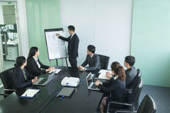 Бизнесмены имея встречу Стоковая Фотография