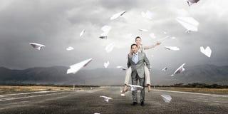 Бизнесмены имея пролом в офисе Стоковые Фотографии RF