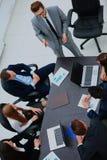 Бизнесмены имея собрание членов управления в самомоднейшем офисе Стоковые Фотографии RF
