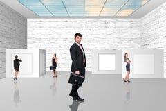 Бизнесмены идя на художественную галерею Стоковые Изображения RF