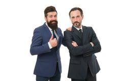 Бизнесмены концепции Костюмы бородатой носки людей официальные Хорошо выхоленные бизнесмены Сыгранность партнерства Страстный стоковое фото