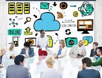 Бизнесмены концепции обсуждения метода мозгового штурма облака вычисляя Стоковая Фотография