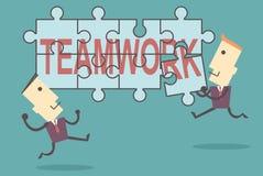 Бизнесмены кладя совместно зигзаг сыгранность слова Стоковое Изображение