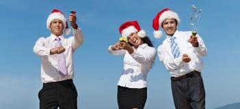 Бизнесмены наслаждаются пляжем стоковая фотография rf
