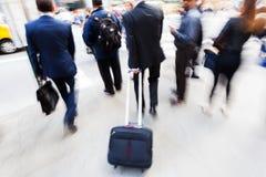 Бизнесмены на движении в городе Стоковая Фотография RF