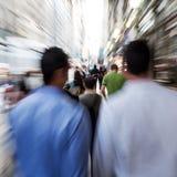 Бизнесмены на движении в городе Стоковое Фото
