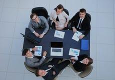 Бизнесмены на встрече Взгляд сверху Стоковое Изображение