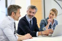 Бизнесмены на встрече работы Стоковое Изображение