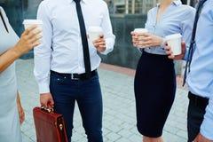 Бизнесмены на концепции перерыва на чашку кофе Стоковые Фото